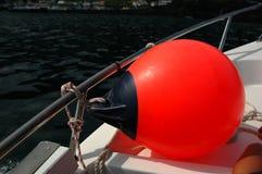 Bouée rouge sur un bateau Images libres de droits