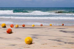 Bouées de signal sur la plage Image libre de droits