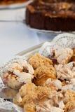Bouche arrosant le petit gâteau délicieux Photographie stock