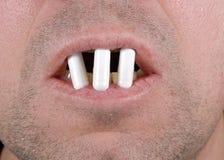 Bouche complètement des pilules image stock