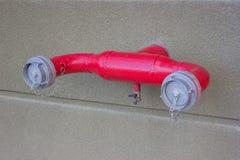 Bouche d'incendie avec des tuyaux de l'eau fixes photo libre de droits