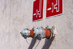 Bouche d'incendie, connexion de corps de sapeurs-pompiers, deux standpips photo libre de droits