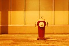 Bouche d'incendie la nuit Photo libre de droits