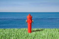 Bouche d'incendie par la mer image libre de droits
