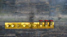 Bouche d'incendie sur le mur de bâtiment Photo libre de droits