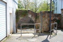 Bouche de Bach d'Ellerbach à Bad Kreuznach et vue du vieux CIT Images stock