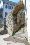Bouche de Bach d'Ellerbach à Bad Kreuznach et vue du vieux CIT Photographie stock libre de droits