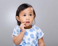 Bouche de contact de doigt de bébé images libres de droits