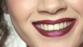 Bouche de fille souriant, maquillage clips vidéos