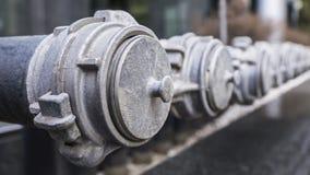 Bouches d'incendie, tuyaux d'incendie reliant l'endroit Photographie stock