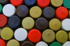 Bouchons en plastique des bouteilles Photos stock