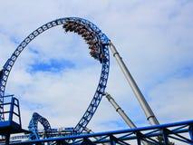 Boucle bleue de montagnes russes du feu Photos stock