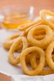 Boucle d'oignon avec de la sauce à miel Photographie stock libre de droits