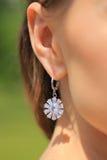 Boucle d'oreille d'or avec le diamant Photos stock
