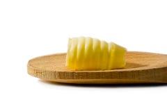 Boucle de beurre sur une cuillère en bois Photo stock