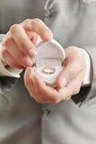 Boucle de mariage dans un cadre Images stock
