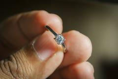 Boucle de mariage disponible photographie stock libre de droits