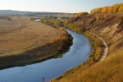 Boucle de rivière en automne Russie Image stock