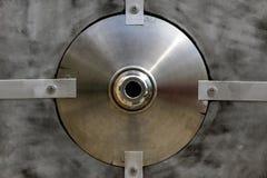 Boucle grunge en acier en métal photographie stock libre de droits