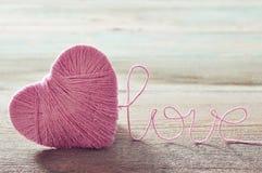 Boucle rose dans la forme du coeur Photo libre de droits