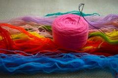 boucle rose de fil de laine pour le passe-temps de broderie Photos stock