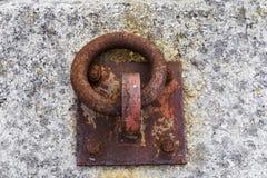 Boucle rouillée d'amarrage Photo libre de droits