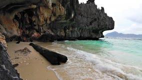 Boucle sauvage de plage de roche clips vidéos