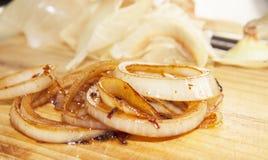 Boucles d'oignon cuites au four image libre de droits