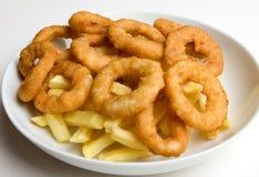 Boucles d'oignon et pommes frites Photo stock