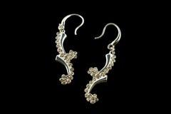 Boucles d'oreille argentées avec des cristaux Photos stock