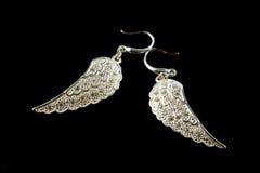 Boucles d'oreille argentées avec des cristaux Images libres de droits