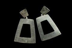 Boucles d'oreille argentées avec des cristaux Photos libres de droits