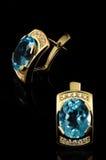 Boucles d'oreille bleues de topaz Photo libre de droits