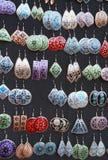 Boucles d'oreille colorées pour des femmes Image libre de droits