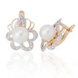 Boucles d'oreille de bijou avec la perle et les diamants Photographie stock libre de droits