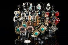 Boucles d'oreille de bijoux avec des gemmes Images libres de droits