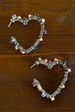 Boucles d'oreille en forme de coeur Images stock