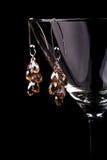 Boucles d'oreille et glassess Images stock