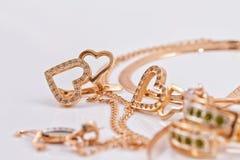 Boucles d'oreille et pendant d'or dans la forme de la salamandre Photographie stock