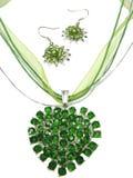 Boucles d'oreille pendantes de bijou avec les cristaux lumineux Photo libre de droits