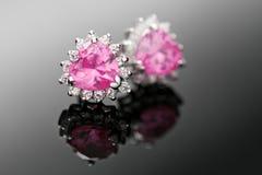 Boucles d'oreille roses de diamant Photo stock