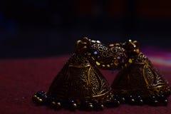 Boucles d'oreille traditionnelles indiennes photo stock