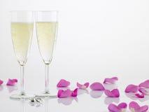 boucles de cannelures de champagne prochaines à deux wedding Images stock