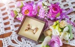 Boucles de mariage Épouser des symboles, attributs Vacances, célébration images libres de droits