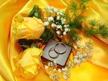 Boucles de mariage. Photo libre de droits