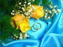 Boucles de mariage. Photos stock