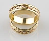 Boucles de mariage d'or Images libres de droits