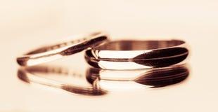 Boucles de mariage d'or photo libre de droits