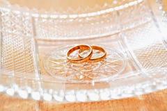 Boucles de mariage d'or Photos stock