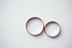 Boucles de mariage d'or Photos libres de droits